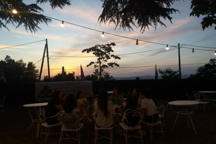 ''SUNSET-IN-POBLET-introducing-games-campamentos-ingles-2018.jpg''