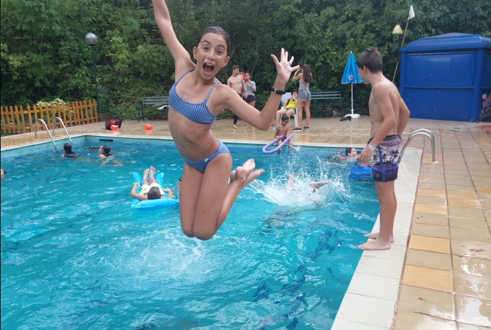 swimming-pool-poblet-campamentos-inglés-2018.jpg