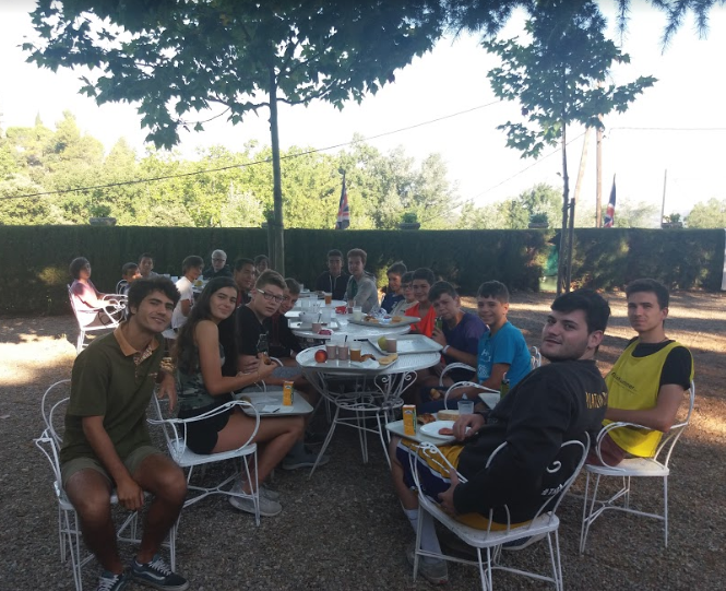 outdoors-breakfast-poblet-campamentos-ingles-2018.jpg