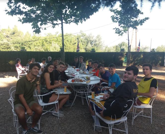 outdoors-breakfast-poblet-campamentos-ingles-2018.jpg