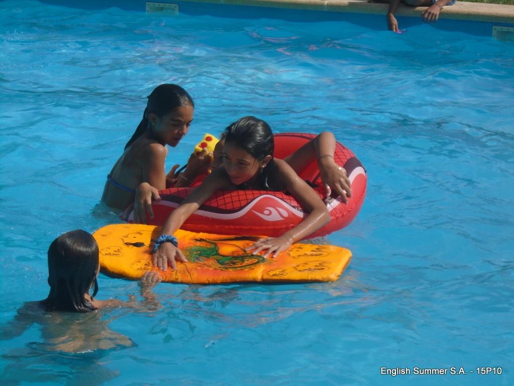piscina-en-campamentos-ingles-2015