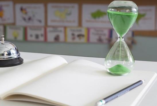reloj-de-arena-verde-en-el-aula_41451-144-e1527249564514