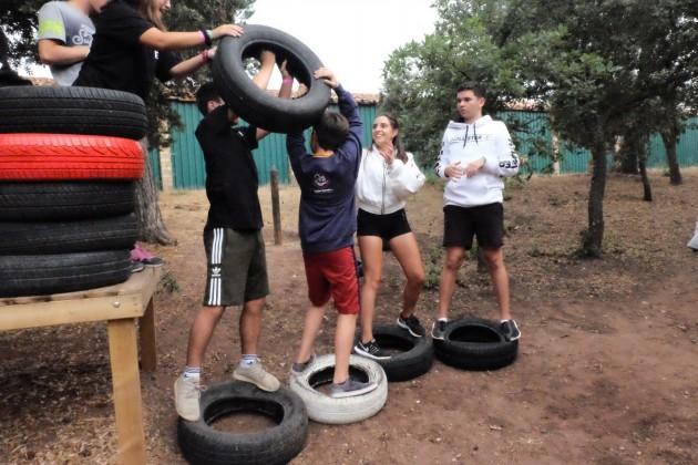 teenagers-floorislava-cooperation