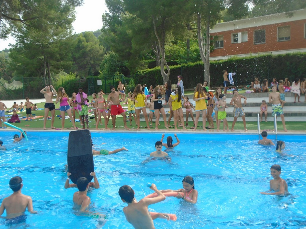 piscina-en-campamentos-ingles-2015-min