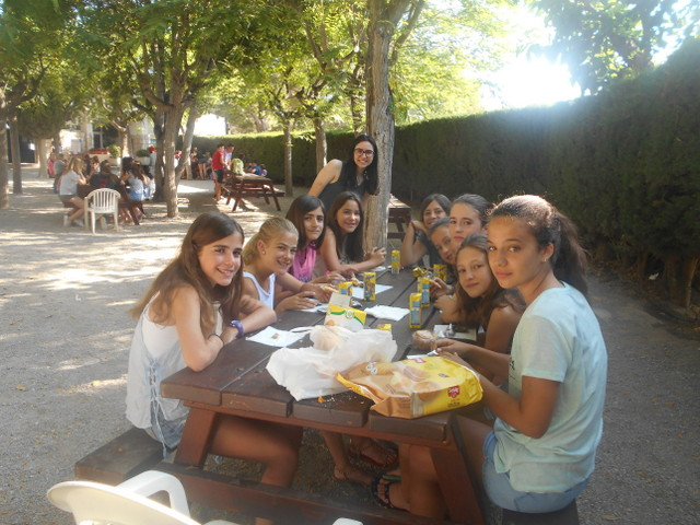outdoor-breakfast-campamentos