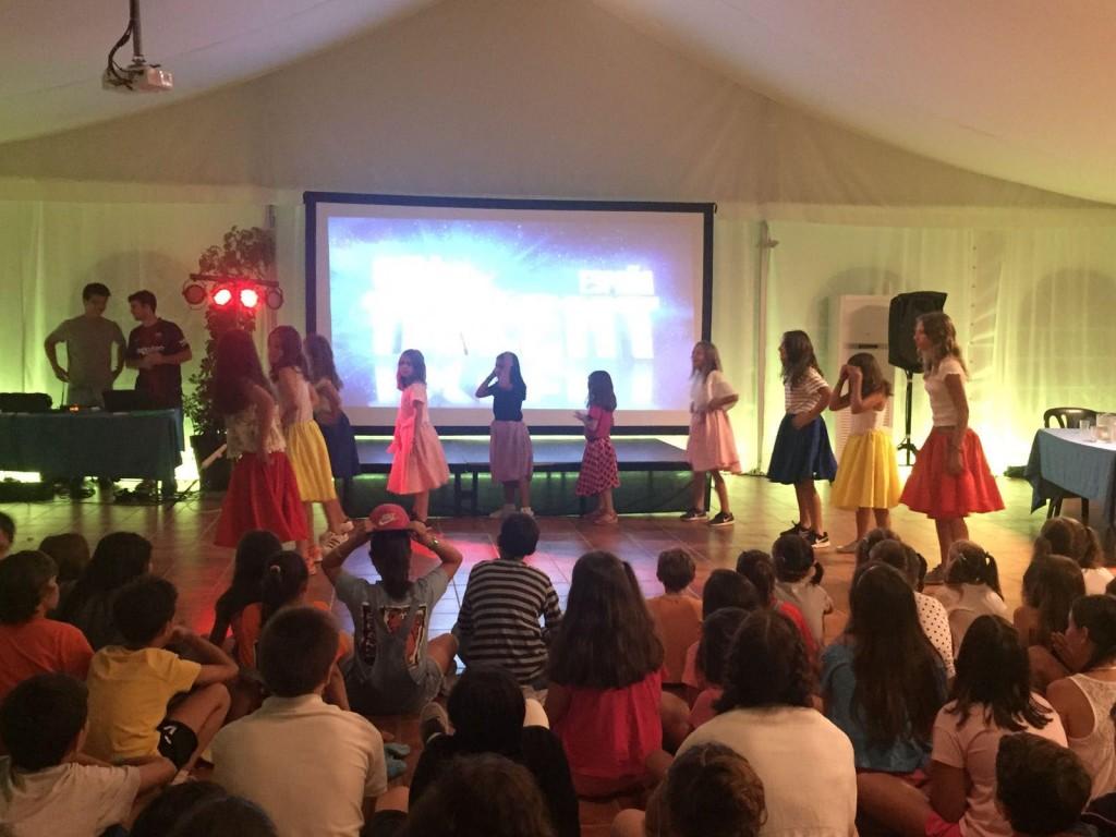 talent-show-en-campamentos-de-verano