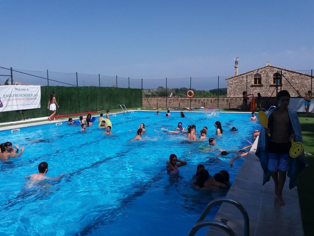piscina-pool-englishsummer-campamentos-de-verano.jpg