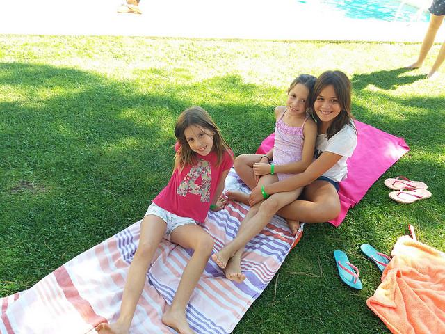 swimming-pool-summer-sunny-vallclara