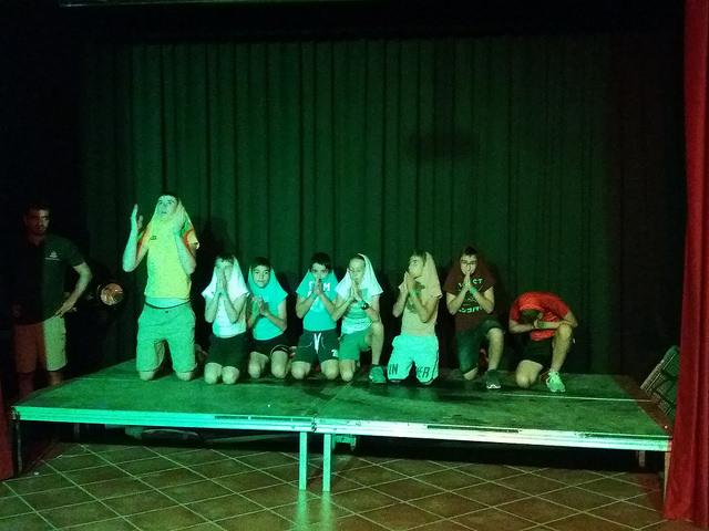 boys-talent-show-night-party-enlglish-summer