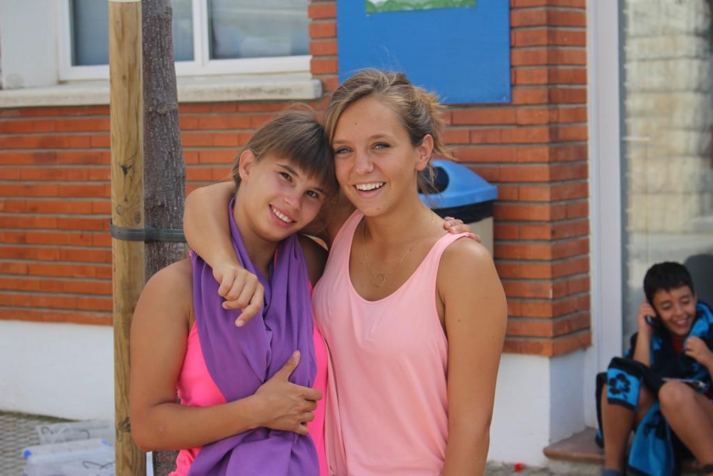 campamentos-staff-monitora-niña-sonrisa
