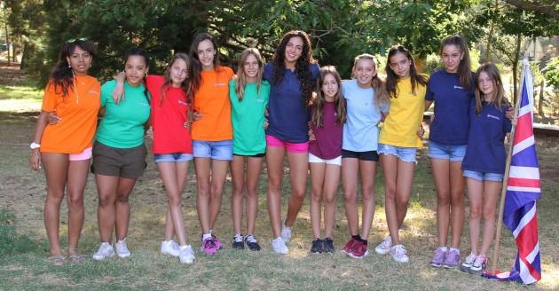 campamento-niñas-grupo-bandera