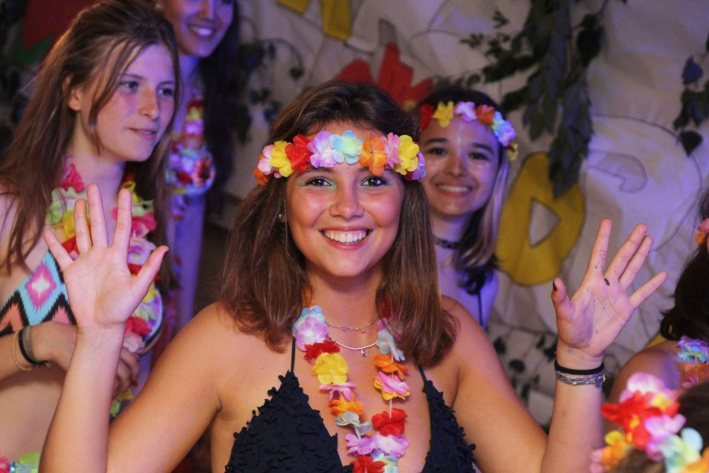 fiesta-hawai-chica-sonrisa