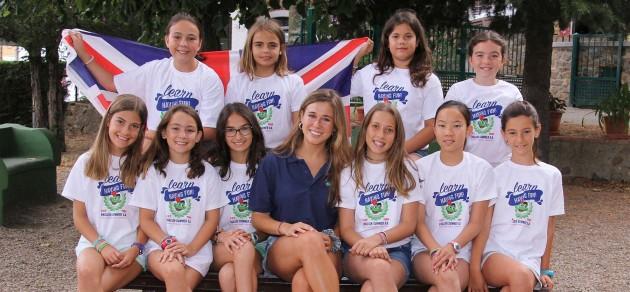 grupo-niñas-bandera-ingles 2