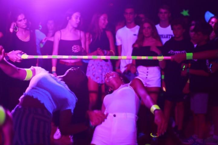 Campamentos-verano-teenagers-fiestas-magic-colours14